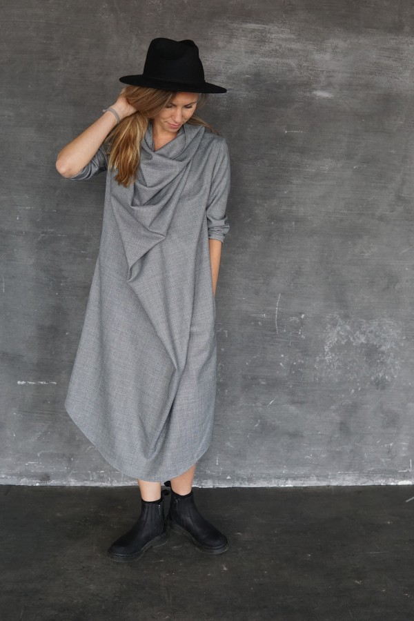 GRAY DRESS NECKLINE