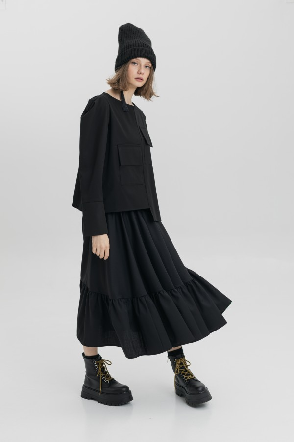 black blouse rose