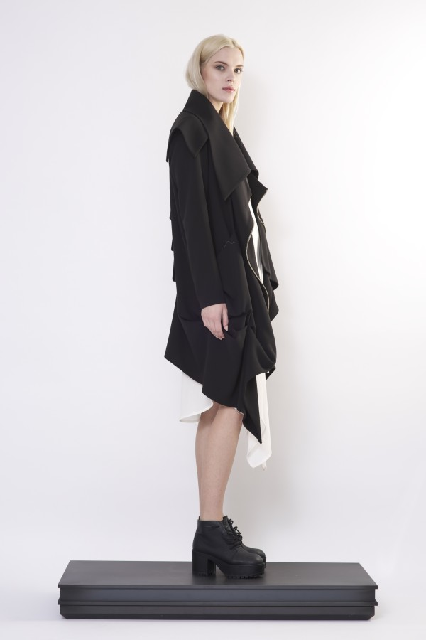 Draped coat with zipper