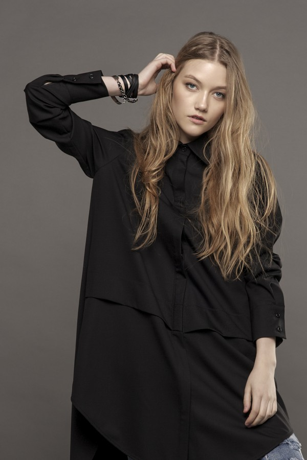 Long sleeved shirt with detail